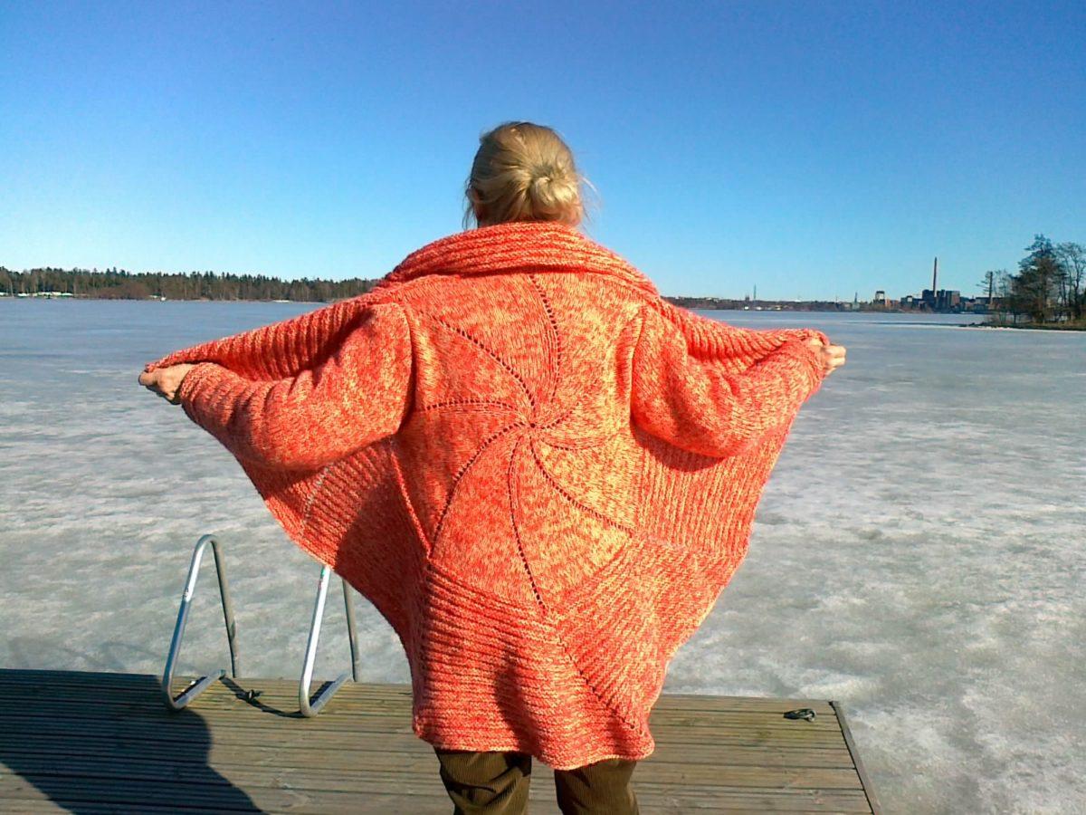 Veste couleur Corail tricotée en Rond